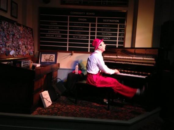 Disney Entertainment lounge performer