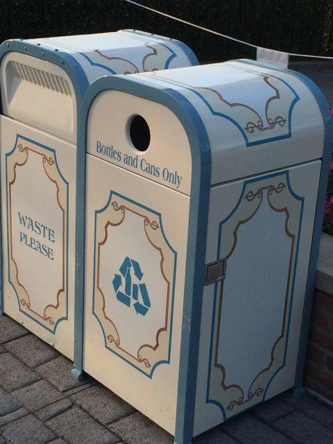 Walt Disney World Resort Trash cans