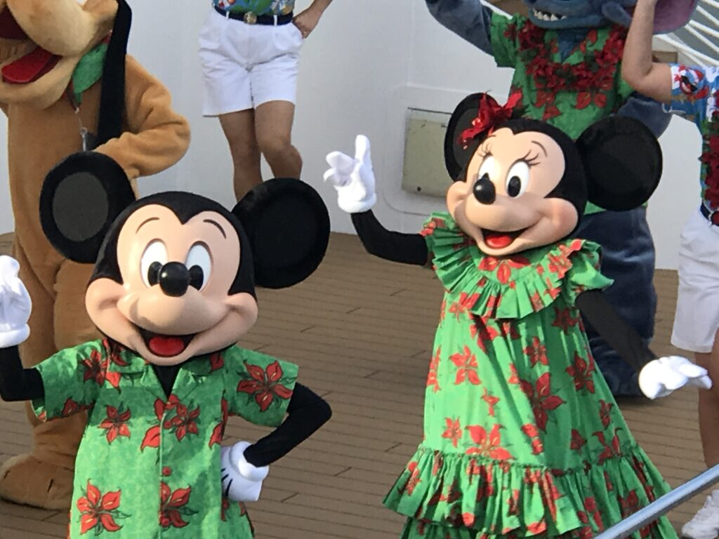 Mickey and Minnie dressed in Aloha clothing